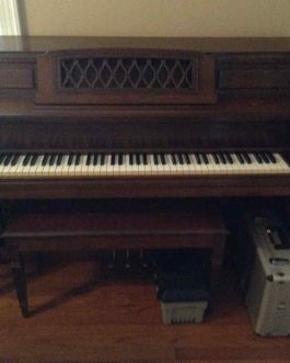 Everett Console Piano by Yamaha